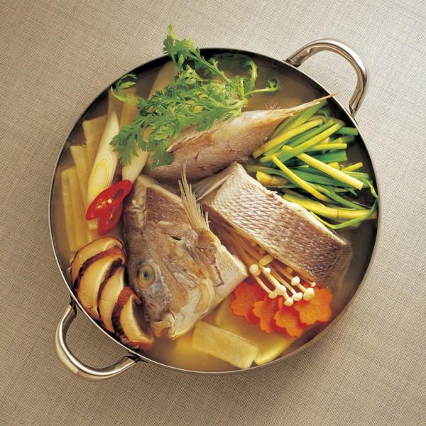 Ensemble de soupe et d'une grande variété de produit fresh dans un bouillon de poulet Buffet Drummondville